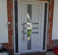 Vhodna vrata s obsvetlobo