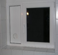 Okno s predpripravo za zračnik